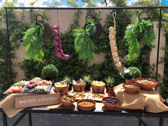 Buffet de aperitivos decorado